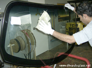 auto glass repair professionals